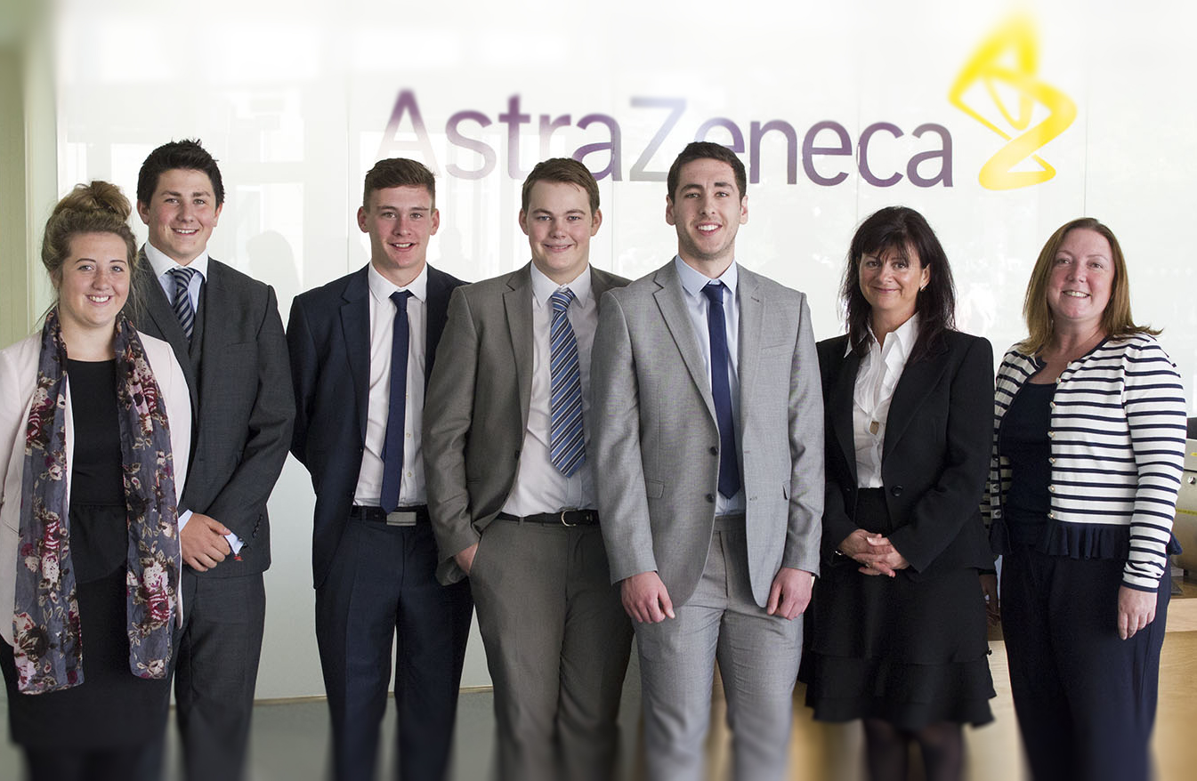 Apprentices-Group-Shot-AstraZeneca-with-management-next-to-logo