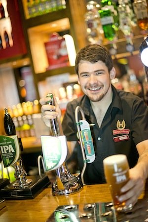 Hungry Horse Apprenticeships pouring pint of beer