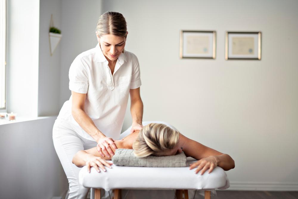 Massage beauty therapist